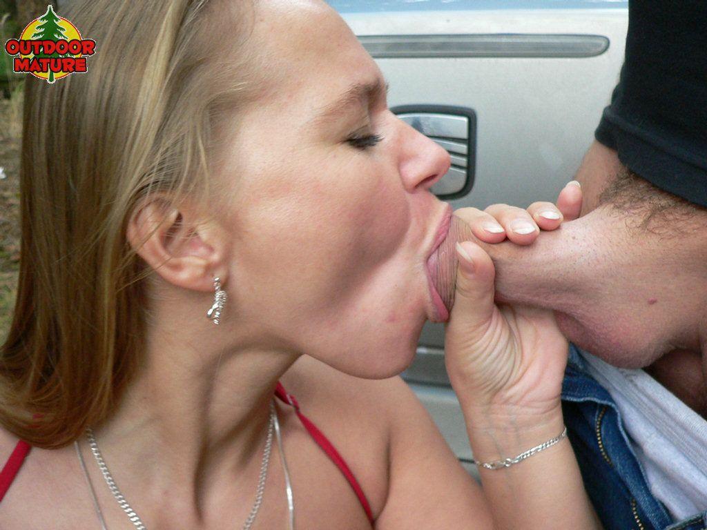 wife sucking cock in car