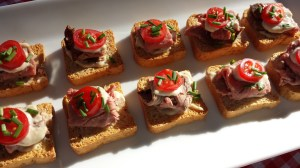 Mini-toasts with Roast Beef, Horseradish Sauce, Grape Tomato Slices and Chopped Chives (Photo Credit: Adroit Ideals)