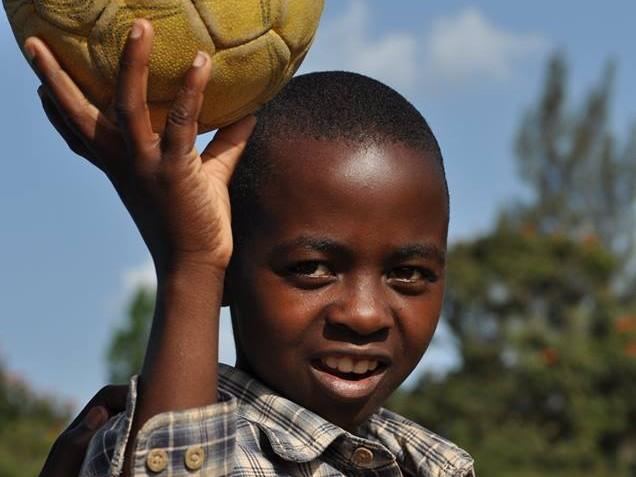 本田圭佑が目指す新たな社会貢献の形!東アフリカの難民らにサッカー指導とキャリア支援を実施!