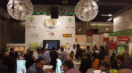 La Tunisie a réussi à séduire les exposants et des visiteurs du plus grand salon mondial de l'agroalimentaire « Anuga 2013 » qui s'est déroulé du 05 au 09 octobre à Cologne en Allemagne. Les professionnels du secteur ont pu apprécier la qualité de la cuisine tunisienne