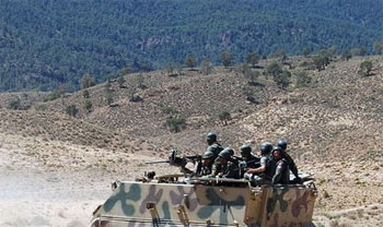 L'armée algérienne est en train de rassembler ses troupes à la frontière avec la Tunisie alors que le ministère de la Défense