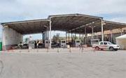 Les agents de la douane du point de passage frontalier de Ras Jédir à Médenine