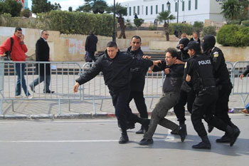 Les forces de sécurité sont intervenues sans ménagement
