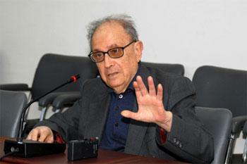 L'opinion publique a pensé un moment que la candidature d'Ahmed Mestiri au poste de chef du gouvernement a été définitivement abandonnée
