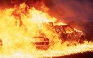 (+فيديو). النيران تلتهم سيارة فارهة بأكادير
