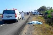 مصرع أربعة أشخاص وإصابة خمسة آخرين في حادثة سير خطيرة