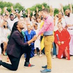酷影音:男子驚喜熱舞求婚男友影片 網友融化又羨慕