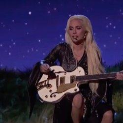 酷影音:女神卡卡出席全美音樂獎 深情獻唱新歌