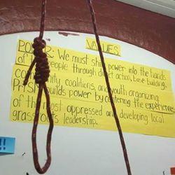 酷新聞:同志青少年中心 竟被惡意人士掛上上吊繩圈