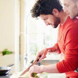 酷新聞:同性伴侶也逃不掉 刻板印象的家務分工