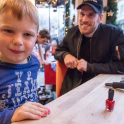 酷新聞:荷癌末男童發起「指甲油」挑戰 為肺炎孩童募款