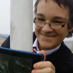 酷新聞:蘇格蘭14歲同志學生 拍出櫃影片後死於家中