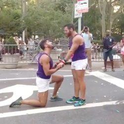 酷影音:同志遊行中驚喜求婚  感動千萬網友 「很難不感動啊!」