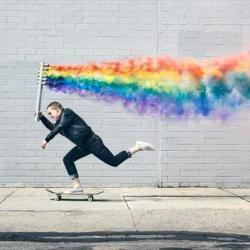 酷新聞:滑板手畫出六色彩虹 攝影作品為奧蘭多罹難者募款