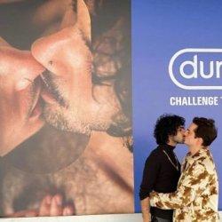 酷新聞:知名保險套廣告 同志情侶放閃 網友羨慕