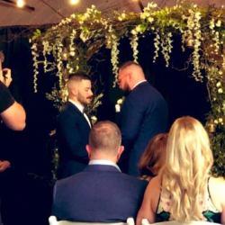 酷新聞:同志摔角選手與男友完婚 網友獻祝福