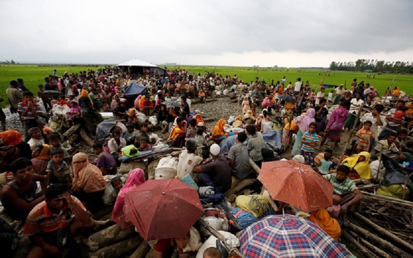 Rohingya+refugees+sit+as+they+are+temporarily+held+by+the+Border+Guard+Bangladesh
