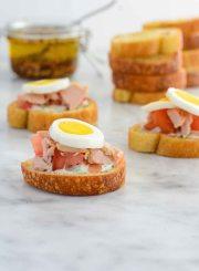 Tuna Lemon Aioli Bruschetta Recipe | ahealthylifeforme.com
