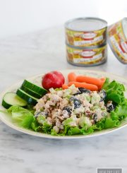 Healthy Chicken Salad recipe that is ready in 5 minutes, gluten free, delicious and packed with protein | ahealthylifeforme.com