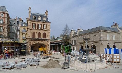 Brunnen Ratatouille kurz vor Fertigstellung