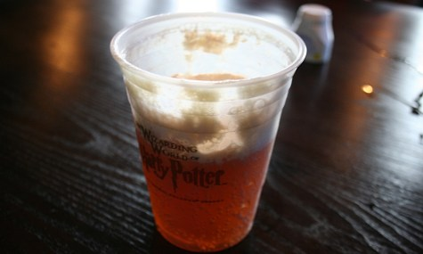 Butterbeer 1 475x285 Must Eats in Freizeitparks –Butterbeer, Islands of Adventure (FL, USA)