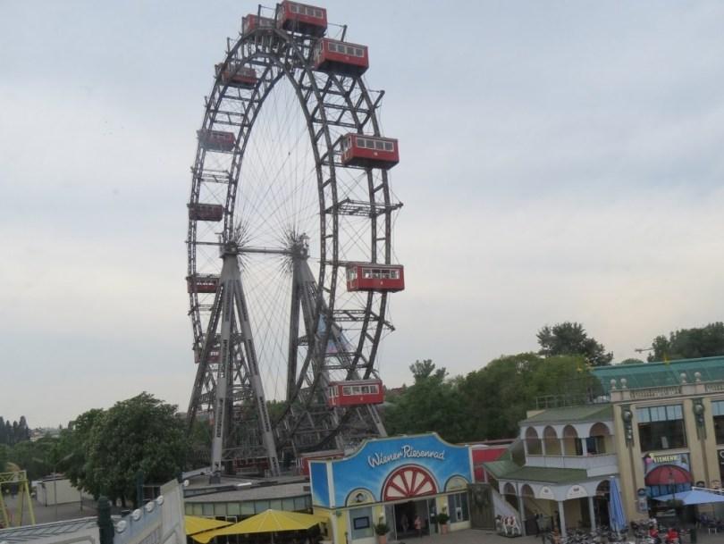 Neues Rollercoasterrestaurant im Wiener Prater eröffnet im Mai 2015