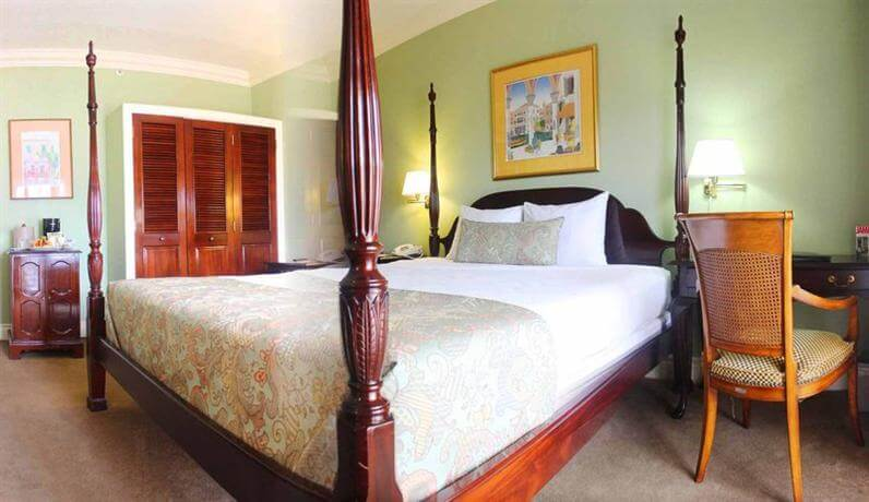 double room at the Courtleigh Hotel & Suites