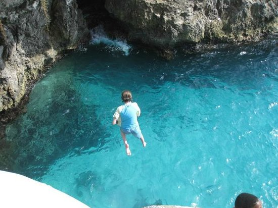 Rick's Cafe Cliff Jumping, one of the best things to do in Negril, Jamaica