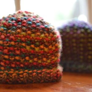 Simple Seed-Stitch Preemie Hat Pattern. aknitica.com #knitting #preemie