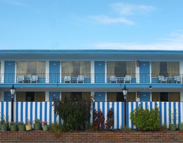 Blue White Motel