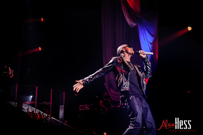 "Trey Songz performs during his ""Chapter 5 World Tour""  at Valley View Casino Center"