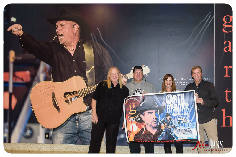 Garth Brooks at the Valley View Casino Center 2015