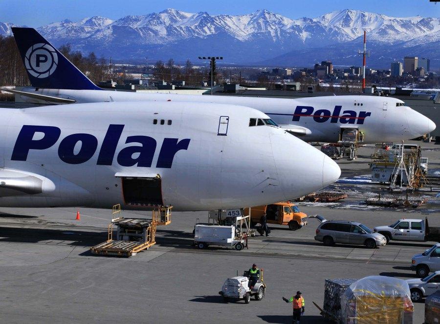 Boeing 747 aircraft, Polar Air Cargo, transloading