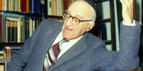 يشعياهو ليبوفيتش فيلسوف إسرائيلي وُلد عام 1903 واستوطن في فلسطين عام 1930 وقاتل إلى جانب العصابات الصهيونيّة في القدس إبان النكبة. إلى أن توفّي في العام 1994، درَّس ليبوفيتش الفلسفة في الجامعة العبريّة متخصصًا بفلسفة العلوم، وكان يهوديًا متدينًا رغم اعتقاده أنّ الشعائر الدينيّة، وليس الإيمان، هي صُلب الديانة اليهوديّة.