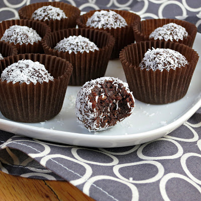 healthy easy chocolate coconut date truffles balls