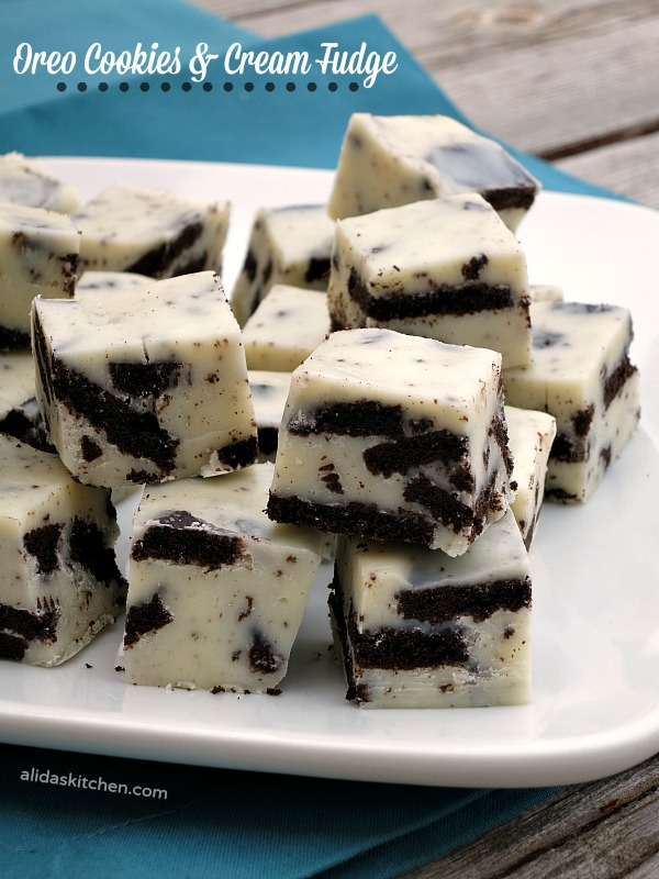 Oreo Cookies and Cream Fudge | alidaskitchen.com #recipes