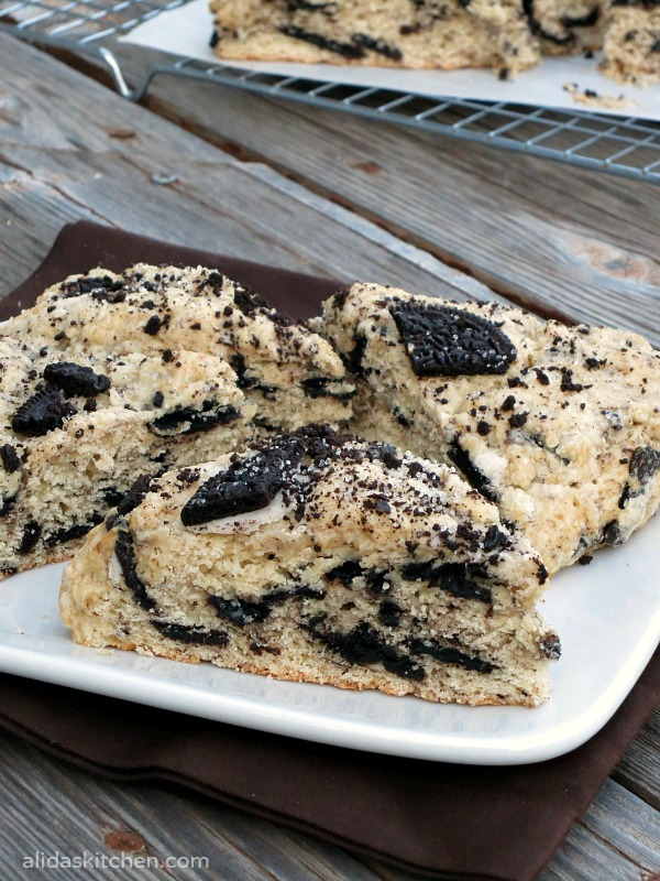 Oreo Cookies and Cream Scones | alidaskitchen.com #recipes #scones