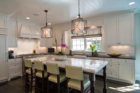 ci carolina design accosiates white kitchen s4x3 jpg rend hgtvcom pendant lighting ?w=900