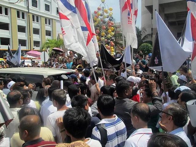 crowd-at-Karpal's-funeral