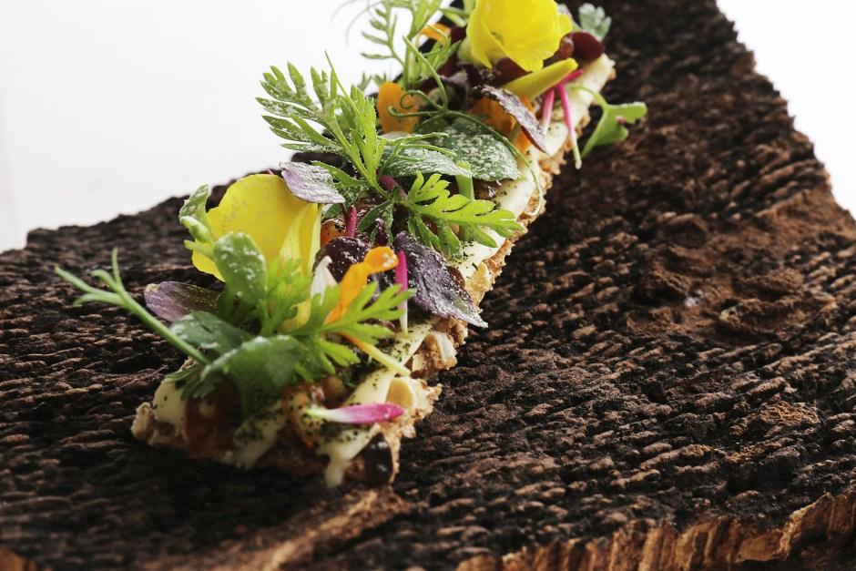 Cevada tostada, camomila e flores época