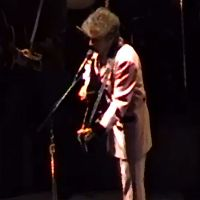 November 19: Bob Dylan plays @ MSG New York City in 2001 (full concert video)