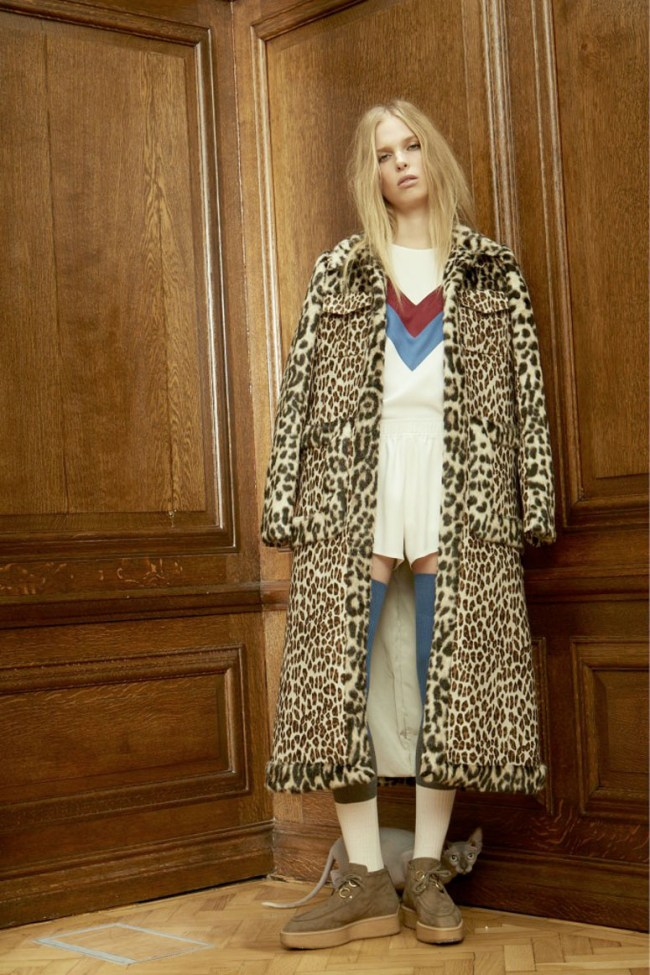 Stella's got her kitschy groove on it seems. A pussy galore to be sure, Stella McCarney's pre autumn collection for fall 2016 is a quirky mix of animal prints, layered sheers and eclectic knits.