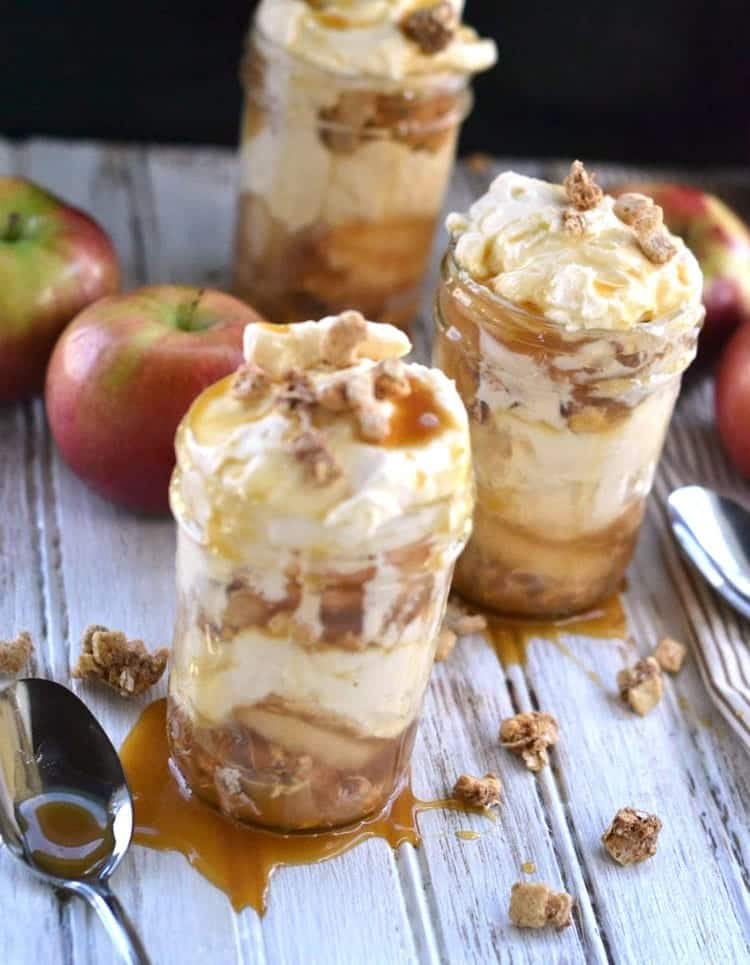 apple caramel cheesecake recipes. Love Mason Jar Desserts? So do we! This Apple Pie Caramel Cheesecake Recipe is so easy to make. We love sharing easy no bake dessert recipes!