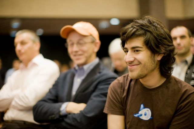 Aaron Swartz in 2008, with former Red Hat CEO Bob Young in the background (CreativeCommons)