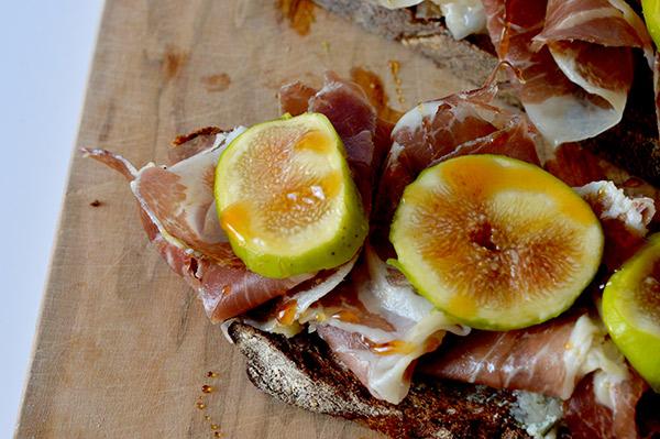 tostada-de-jamon-e-higos-5