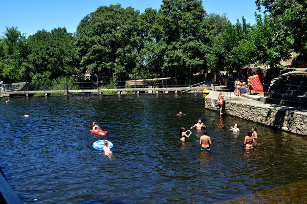 Las piscinas naturales de casas del monte my cms for Piscinas naturales hervas