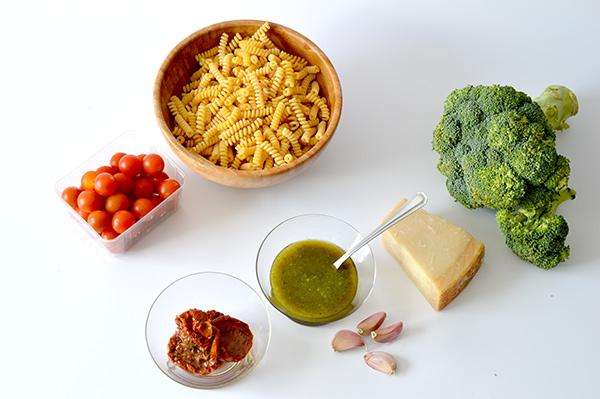 _espirales-con-brocoli-tomates-y-pesto-ays-1
