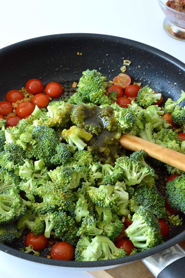 espirales-con-brocoli-tomates-y-pesto-ays-13