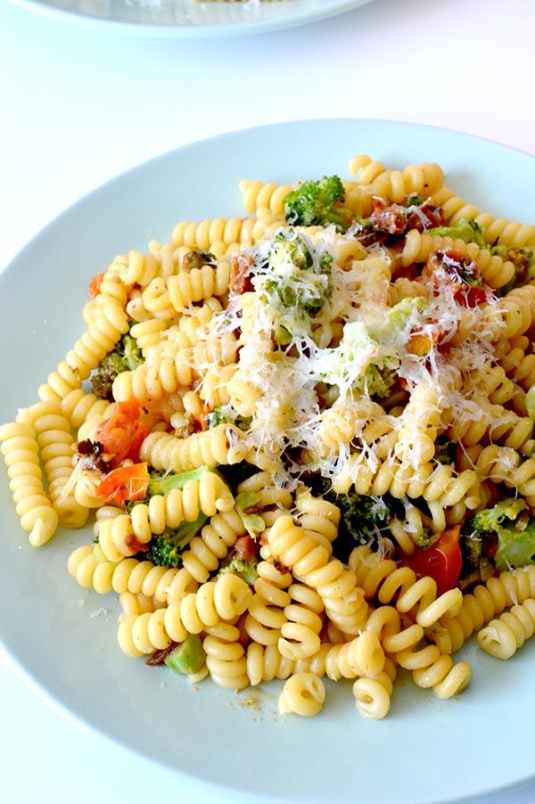 espirales-con-brocoli-tomates-y-pesto-ays-19