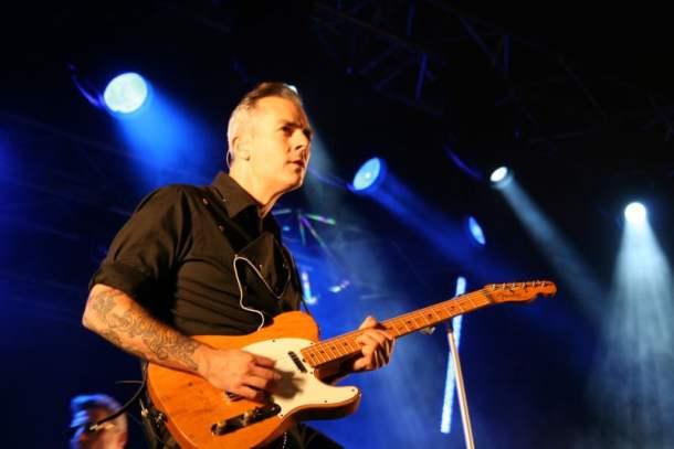 Mario Cobo, guitarra de Loquillo (foto: almabotxera)